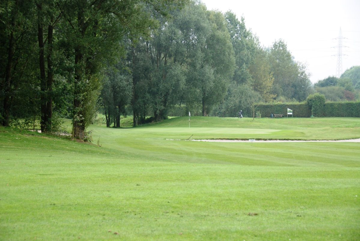 Royal amicale anderlecht golf club golfclubs for Verlichte driving range
